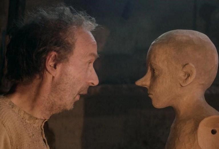 Roberto Benigni and Federico Ielapi in Pinocchio (2019)