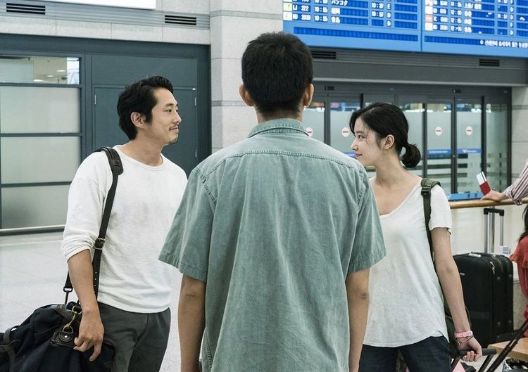 Ah-in Yoo, Steven Yeun, and Jong-seo Jun in Beoning (2018)