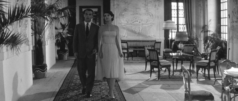Giorgio Albertazzi e Delphine Seyrig in L'année dernière à Marienbad (1961)