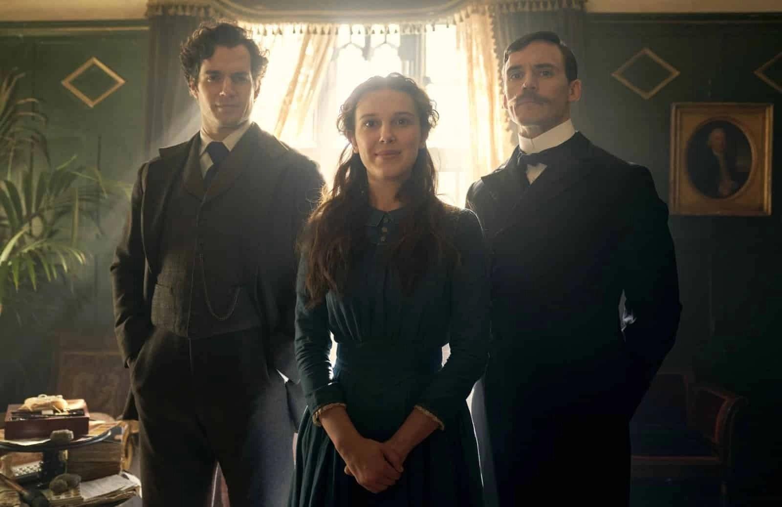Enola Holmes (Millie Bobby Brown), Sherlock Holmes (Henry Cavill) e Mycroft Holmes (Sam Claflin) - Enola Holmes