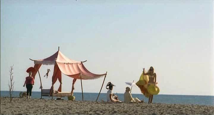 la scena della spiaggia