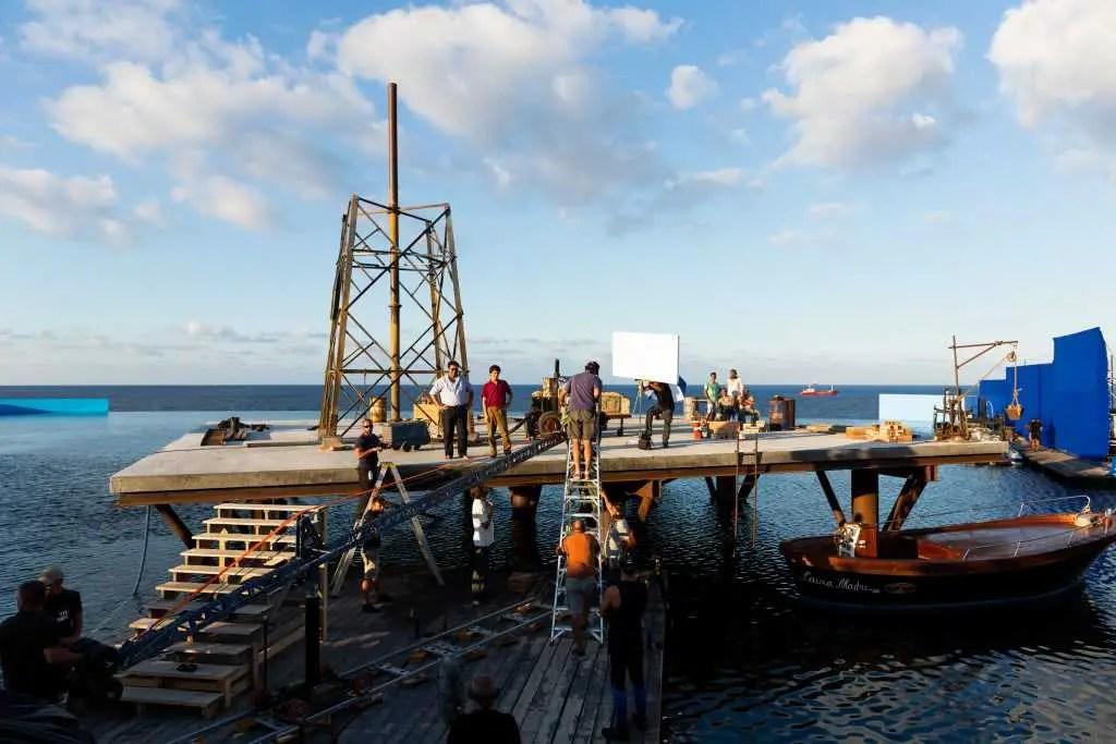 la costruzione de l'isola in L'incredibile storia dell'Isola delle Rose