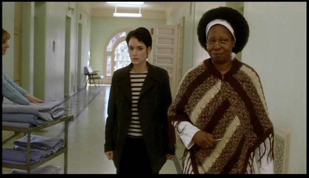 Whoopi Goldberg e Winona Ryder in Ragazze Interrotte