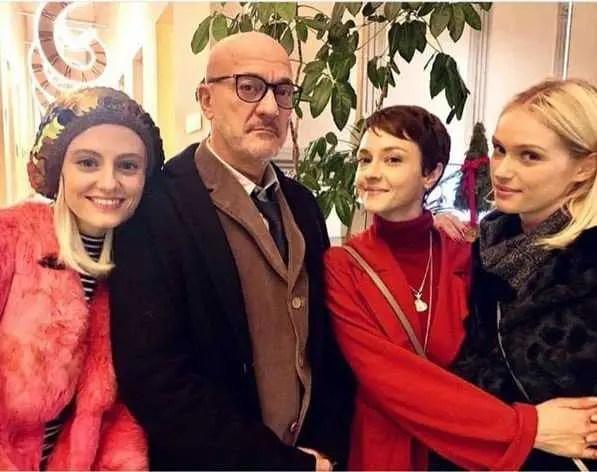 Francesco Taramelli (Cluadio Bisio) e le sue tre figlie