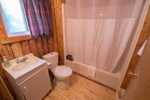 Loch Island Lodge Cabin 4 Bathroom