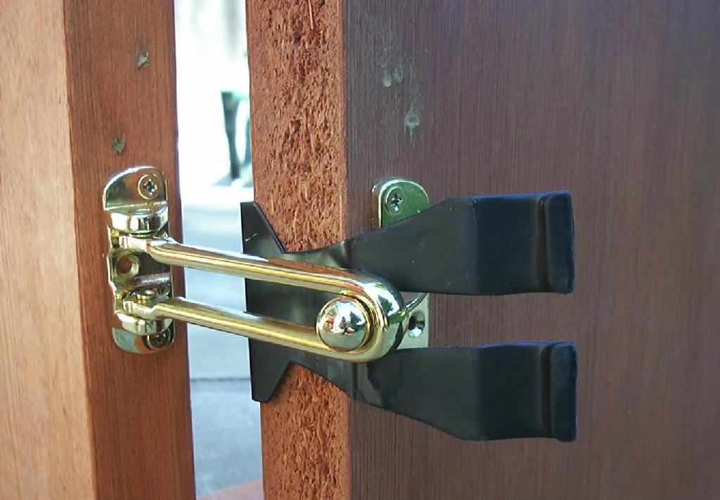 door flip latch. Contemporary Door Here Is What One Police Officer Said About His Experience Saving The Life  Of An Overdose Victim At A Hotel Utilizing Lock Pickingbypassing Skills  To Door Flip Latch R