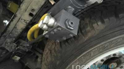 Цилиндр гидравлический с клапаном для безопасности локомобиля