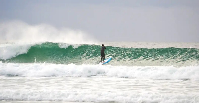 spray-off-lip-paddling-out