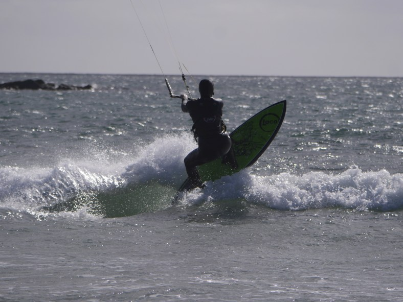 Laura riding el diablo kiteboard in Tiree