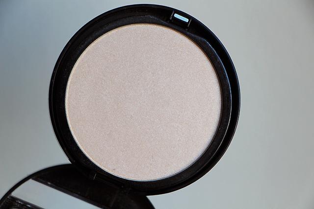 makeup compact shine on 2