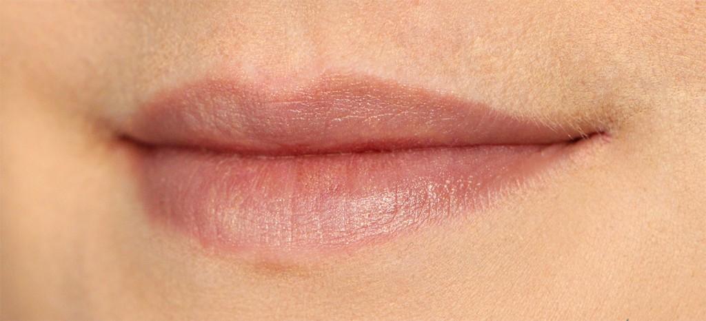 lip burberry fold