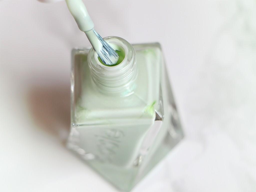 essie gel couture mint