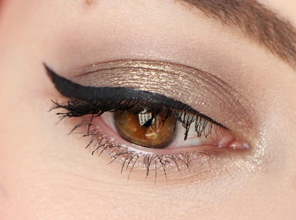victoria-beckham-estee-lauder-zoom-eye-makeup