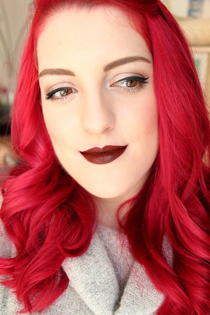 vixen-huda-beauty-swatch-lips-liquid-matte