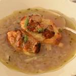 Zwiebelsuppe mit Parmesan-Hackbällchen