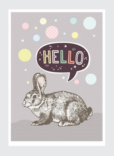 Królik Hello Plakat Dziecięcy to pastelowa dekoracja do pokoju dziewczynki. Łagodne, delikatne barwy i słodki królik to to co małe damy lubią najbardziej.