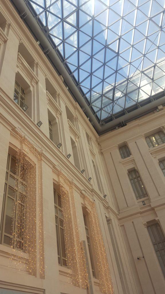 detalle de las vidrieras preciosas del palacio donde se celebro The Petite Fashion Week