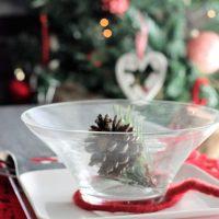 Ideas para decorar tu mesa de Navidad en negro y a cuadros.