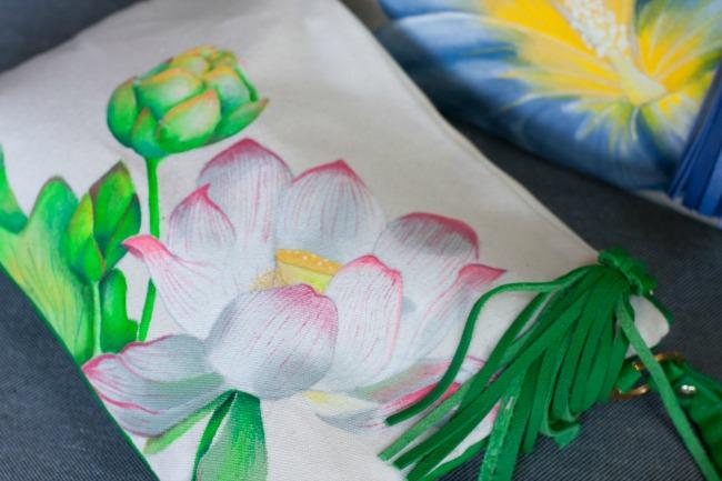 Una flor con estilo con BOLSOS OKENUA