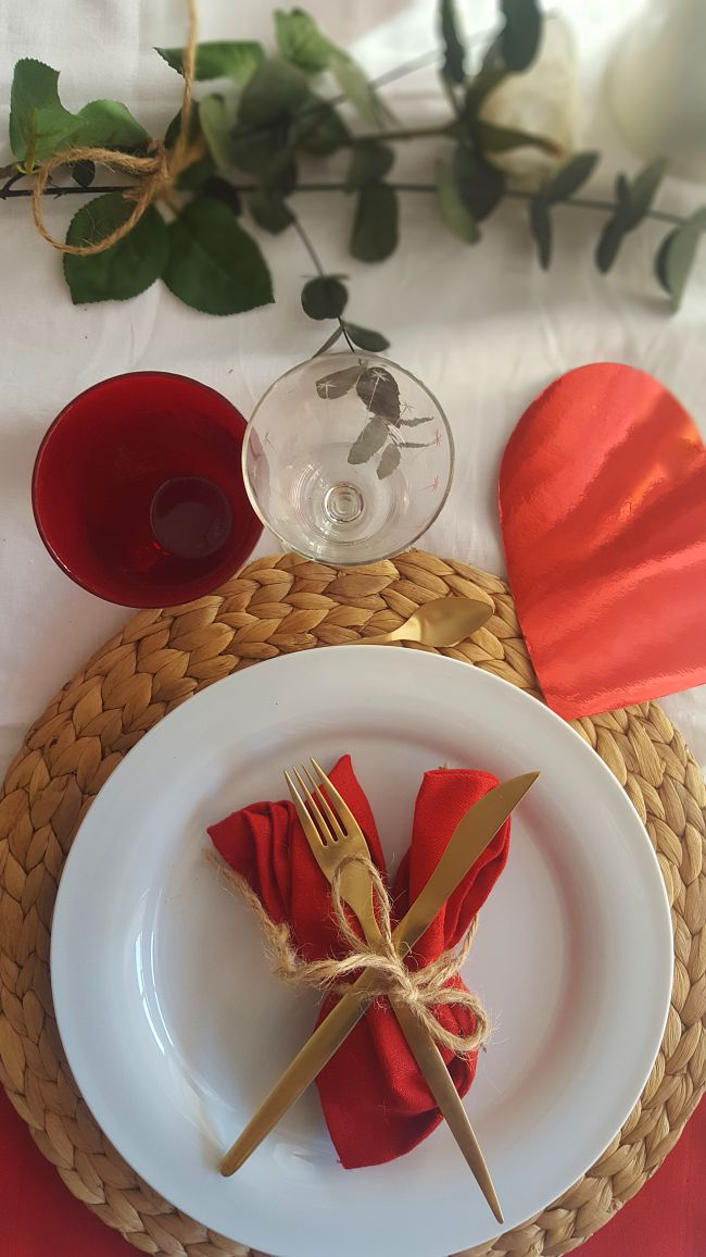 Una mesa con mucho corazón para San Valentín