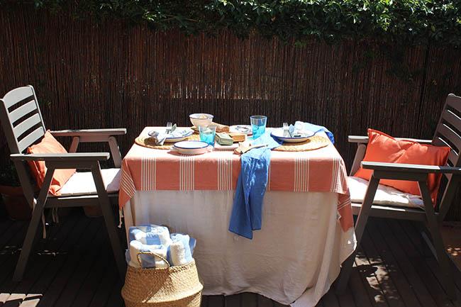 Una mesa marinera con una receta