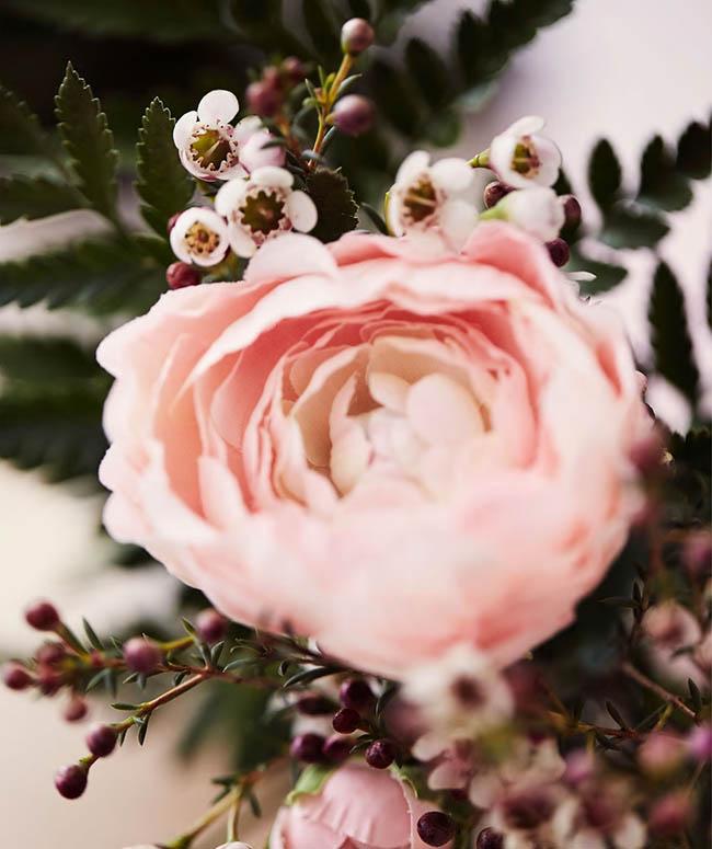 como-decorar-una-pared-con-flores