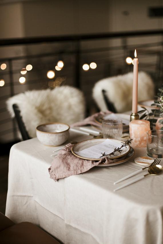 Una mesa en rosas