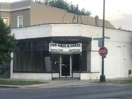 Logan Square Welcomes One Tail at a Time to Neighborhood