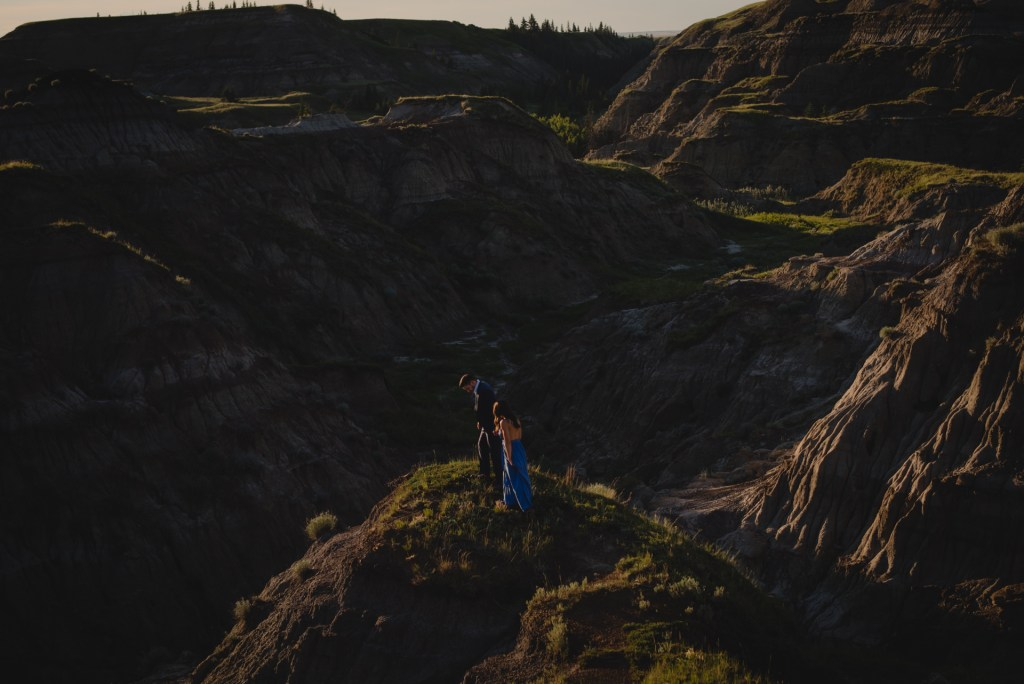 drumheller-engagement-valley-walk