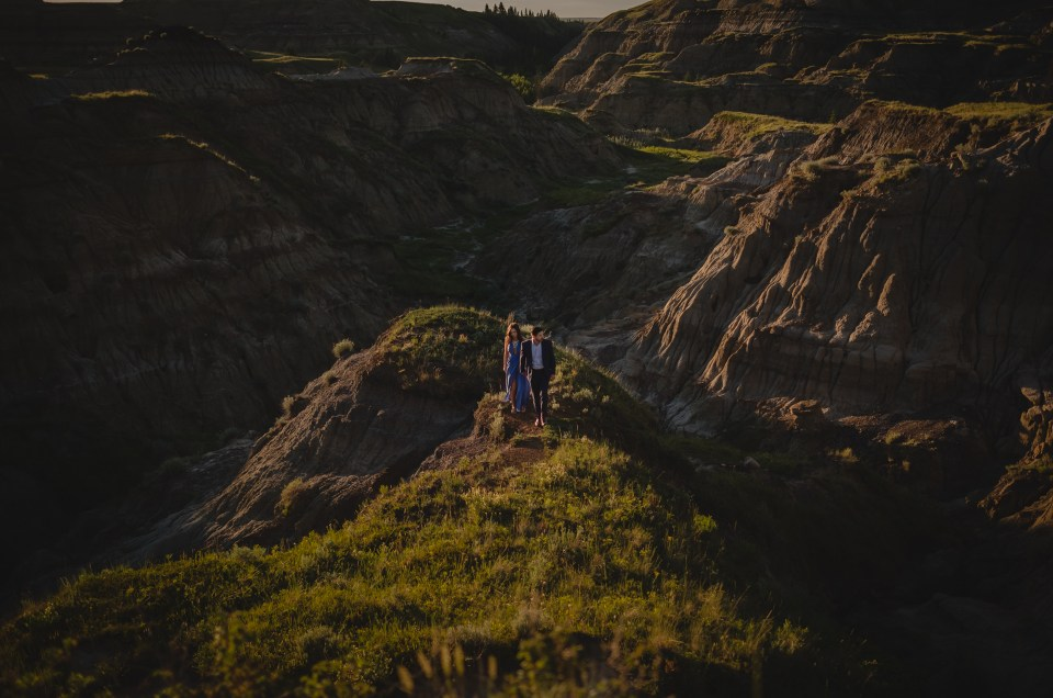 drumheller-engagement-valley