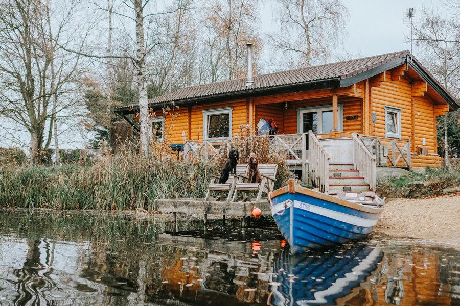 Lakeside-log-cabin