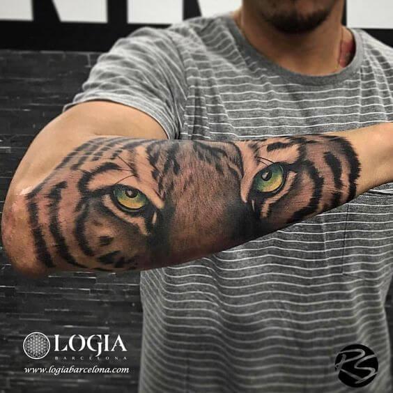 Mirada Felina En El Tatuaje Del Antebrazo Tatuajes Logia Barcelona