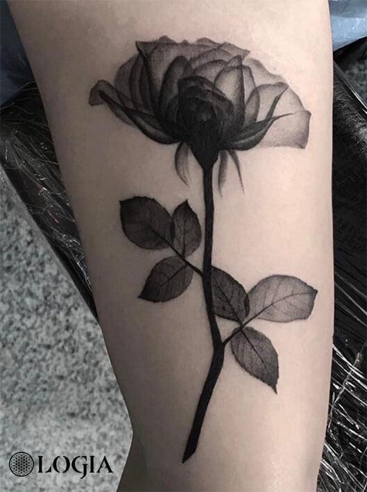 Tatuaje Rosa Blanco Y Negro Significado Sfb