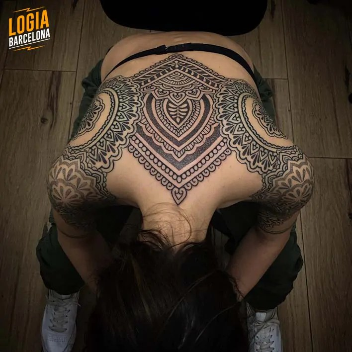 Tatuajes En La Espalda Para Mujeres Tatuajes Logia Barcelona
