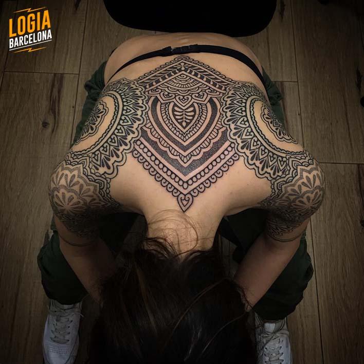 Tatuajes En La Espalda Pequeños Y Grandes Logia Tattoo Barcelona