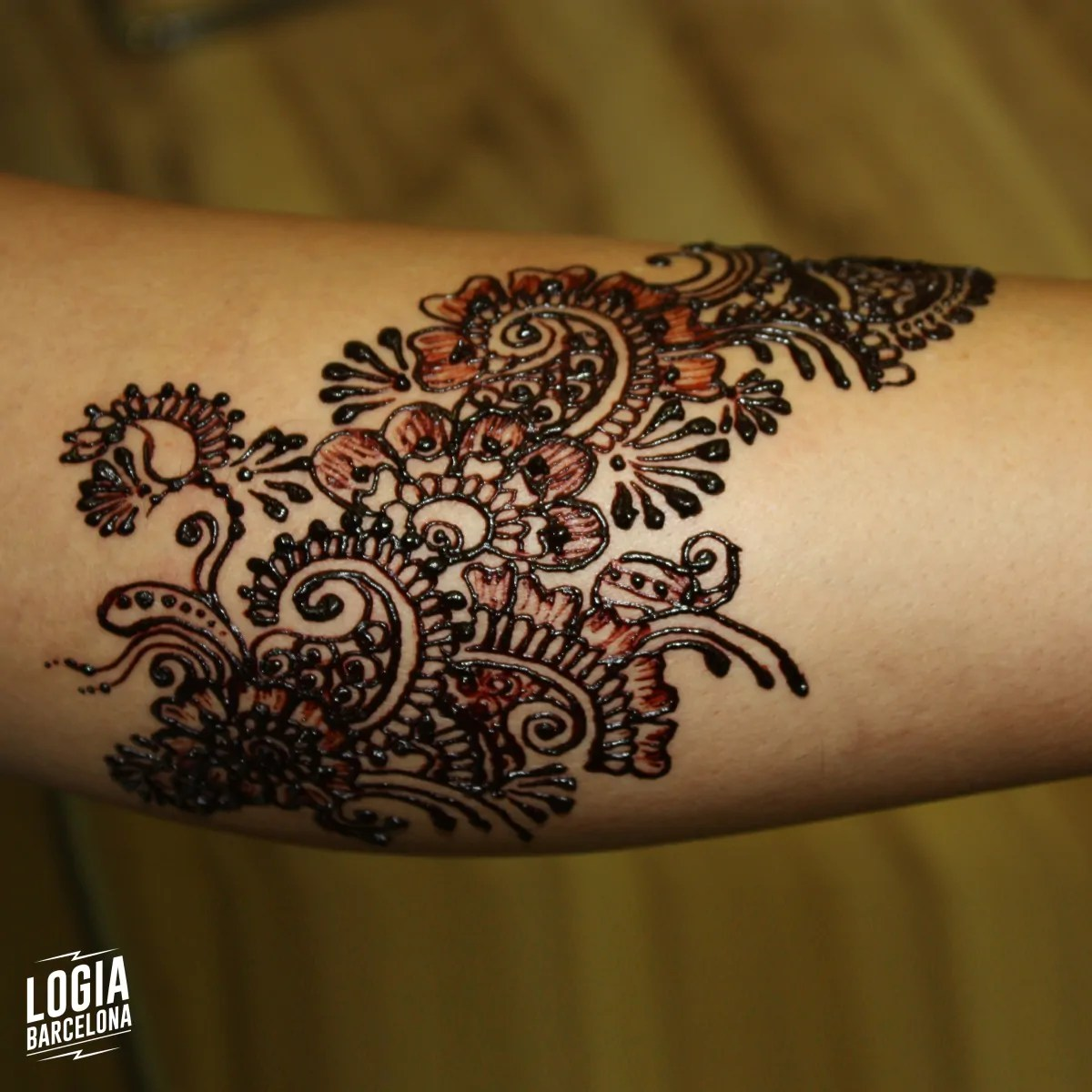 Henna Tattoos In Barcelona Logia Tattoo Piercing Henna Shop