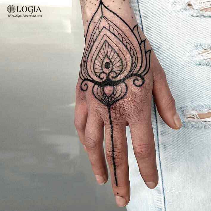 Tatuajes En La Mano Para Mujer Logia Tattoo Barcelona