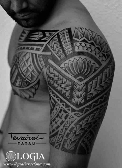 Tatuador Tevairai Logia Tattoo