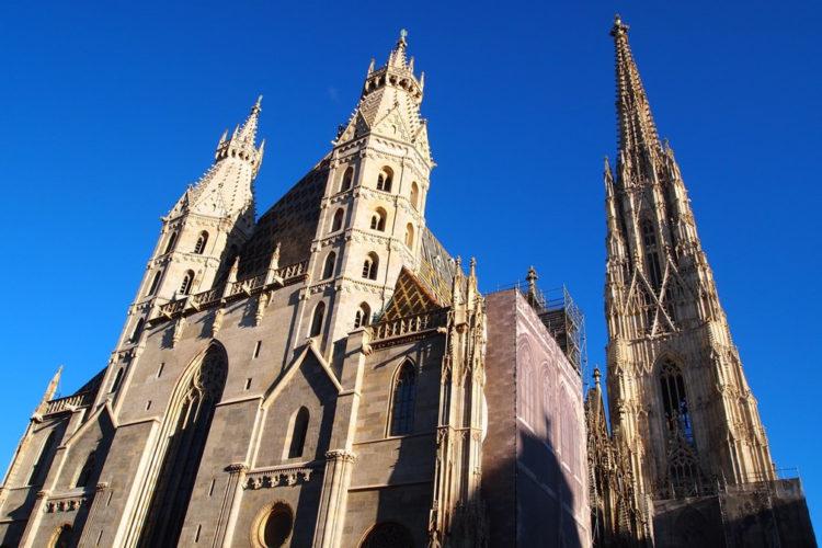 S-a aruncat de pe Catedrală…