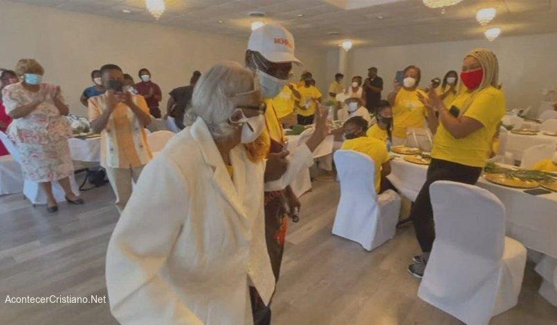 """Femeia împlinește 100 de ani și spune că """"slujirea Domnului"""" este secretul vieții mai lungi"""