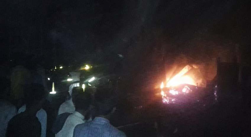 লোহাগাড়ায় অগ্নিকান্ডে চার ভাড়া বাসা পুড়ে ছাই