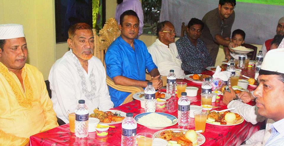 লোহাগাড়া থানায় সংবাদকর্মীদের সম্মানে ইফতার ও দোয়া মাহফিল
