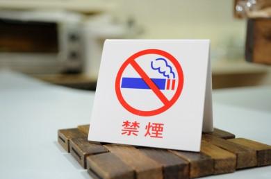 「Smoke Free」店内は完全禁煙。