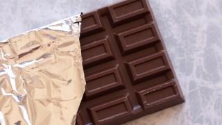 そのチョコレートは大丈夫?市販のチョコレートはカカオよりも植物油脂や添加物の方が多いかも。