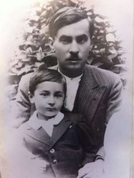 Giorgos Dimopoulos as a child with his father Dimitrios who was a victim of the Kalavryta