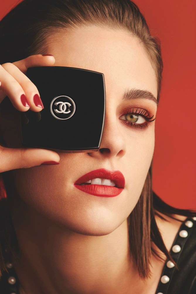 CHANEL-Kristen-Stewart-for-Le-Rouge-eyes