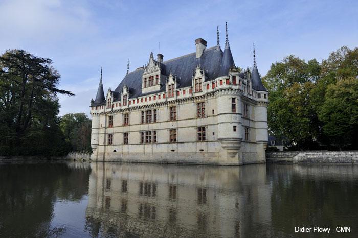 Quels châteaux de la Loire se visitent monuments et châteaux de la Loire ouverts toute l'année château d'Azay le Rideau