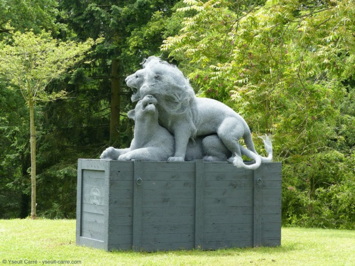 Les Lions - sculpture d'Aurélien Raynaud - ANIMAL - Exposition de sculpture animalière monumentale contemporaine à Briare - photo copyright Yseult Carré