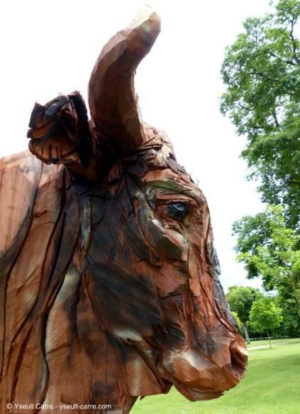 Le Taureau - sculpture de Jürgen Lingl-Rebetez - ANIMAL - Exposition de sculpture animalière monumentale contemporaine à Briare - photo copyright Yseult Carré