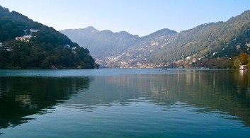 Cliche photo of Nainital. I can never resist from taking one.